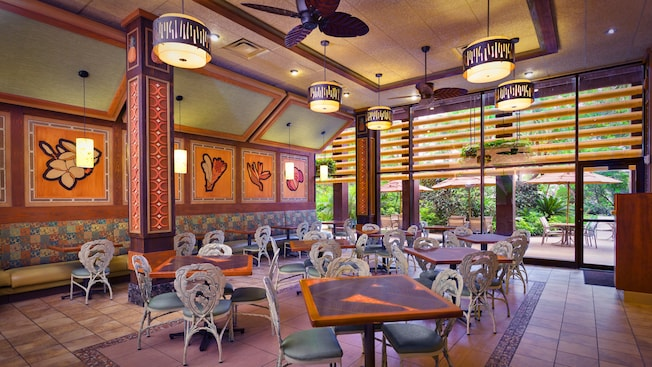 Indoor seating area at Capt. Cook's at Disney's Polynesian Resort