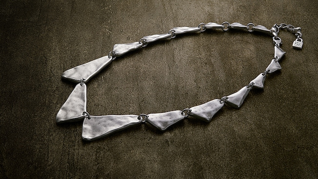 A silver plated choker necklace composed of irregular triangles by Uno de 50