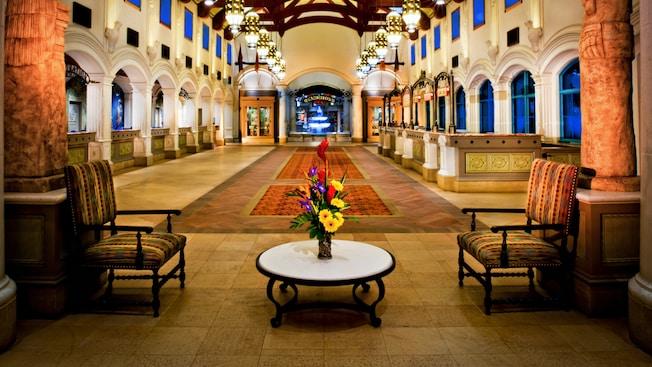 Área de recepción en el vestíbulo de Disney's Coronado Springs Resort