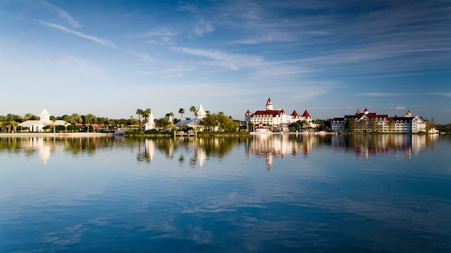 https://secure.parksandresorts.wdpromedia.com/resize/mwImage/1/640/360/75/wdpromedia.disney.go.com/media/wdpro-assets/gallery/resorts/grand-floridian/overview/grand-floridian-resort-and-spa-gallery01.jpg?13112014113038
