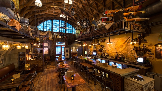 Jock lindsey s hangar bar walt disney world resort for Indyanna pub