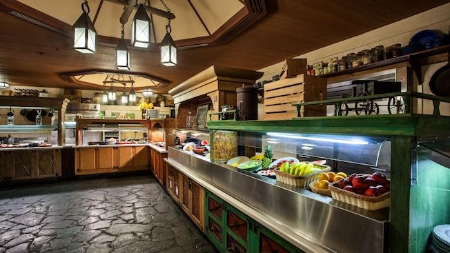 Área de servicio con mesas buffet