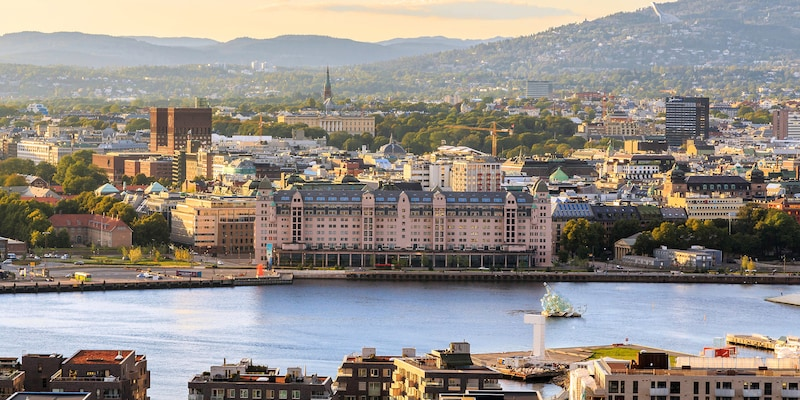 The city of Oslo along the banks of a river