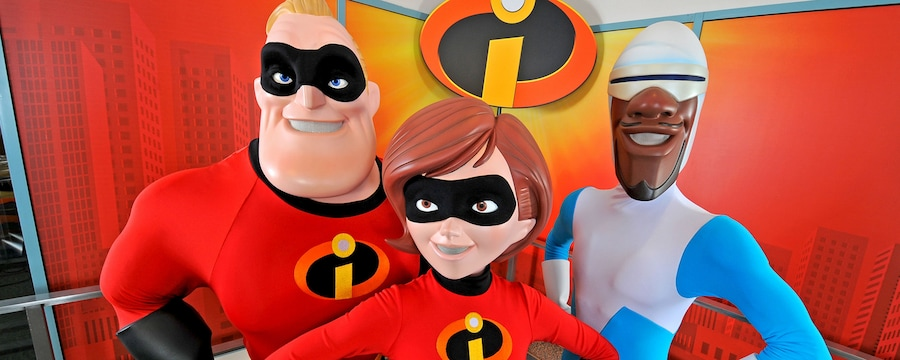 Mr. Incredible and Elastigirl next to Frozone