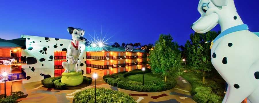 Estátuas de Perdita e Pongo no Disney's All-Star Movies Resort