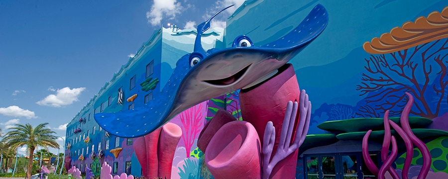 Uma estátua do Tio Raia, do lado de fora da ala Finding Nemo, no Disney's Art of Animation Resort