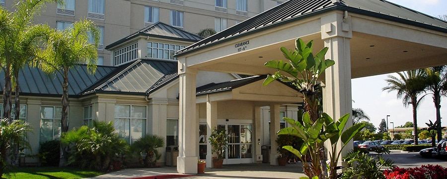 Tropical trees grace the carport and entrance to the Hilton Garden Inn