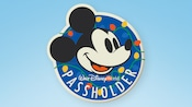 A magnet featuring Mickey Mouse's face, with inscription that reads 'Walt Disney World Passholder'